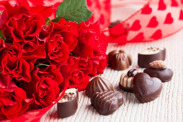 Valentine lãng mạn ấm cúng với chocolate và hoa - H1